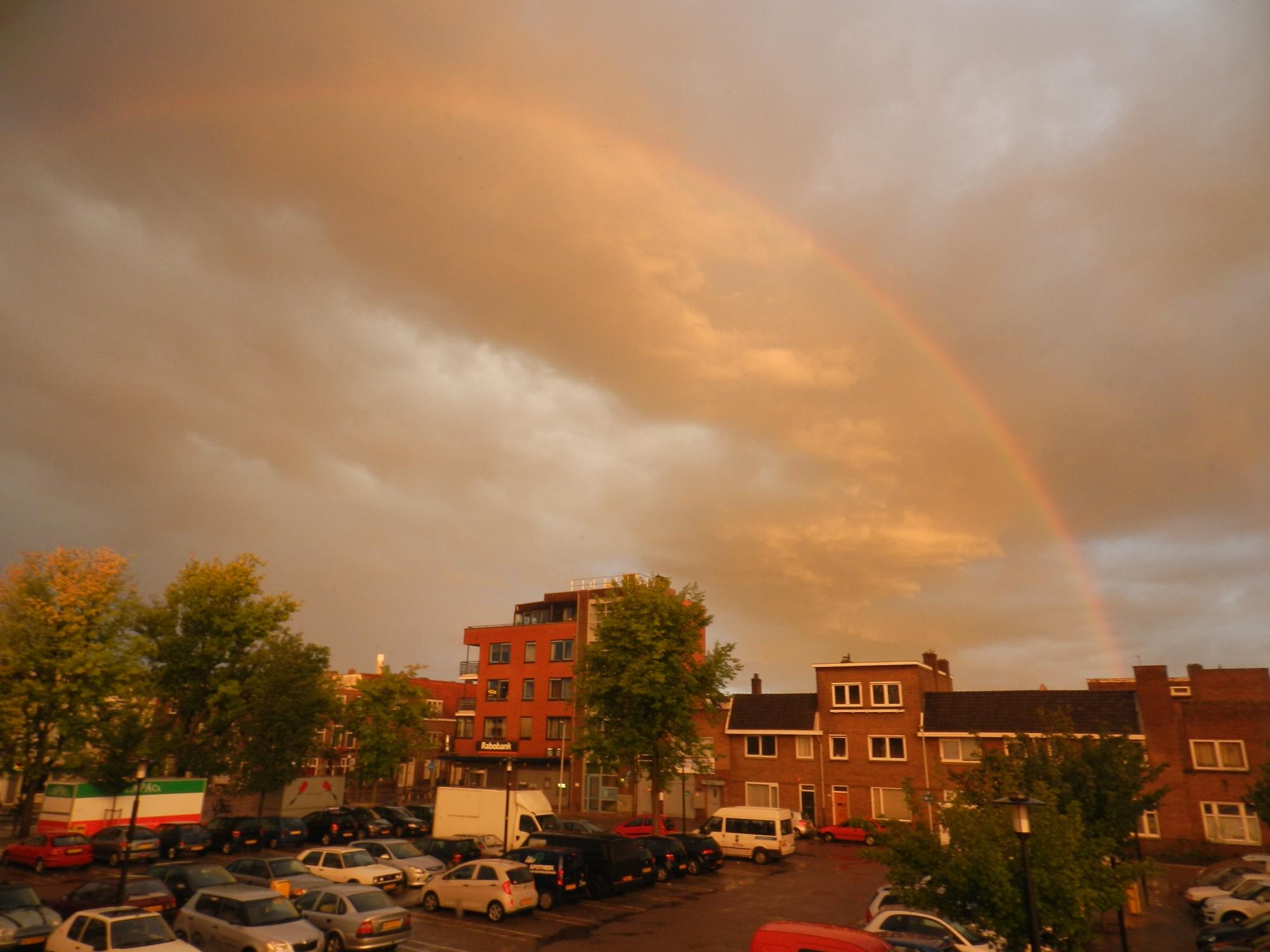 Regenboog lijkt lucht te scheiden