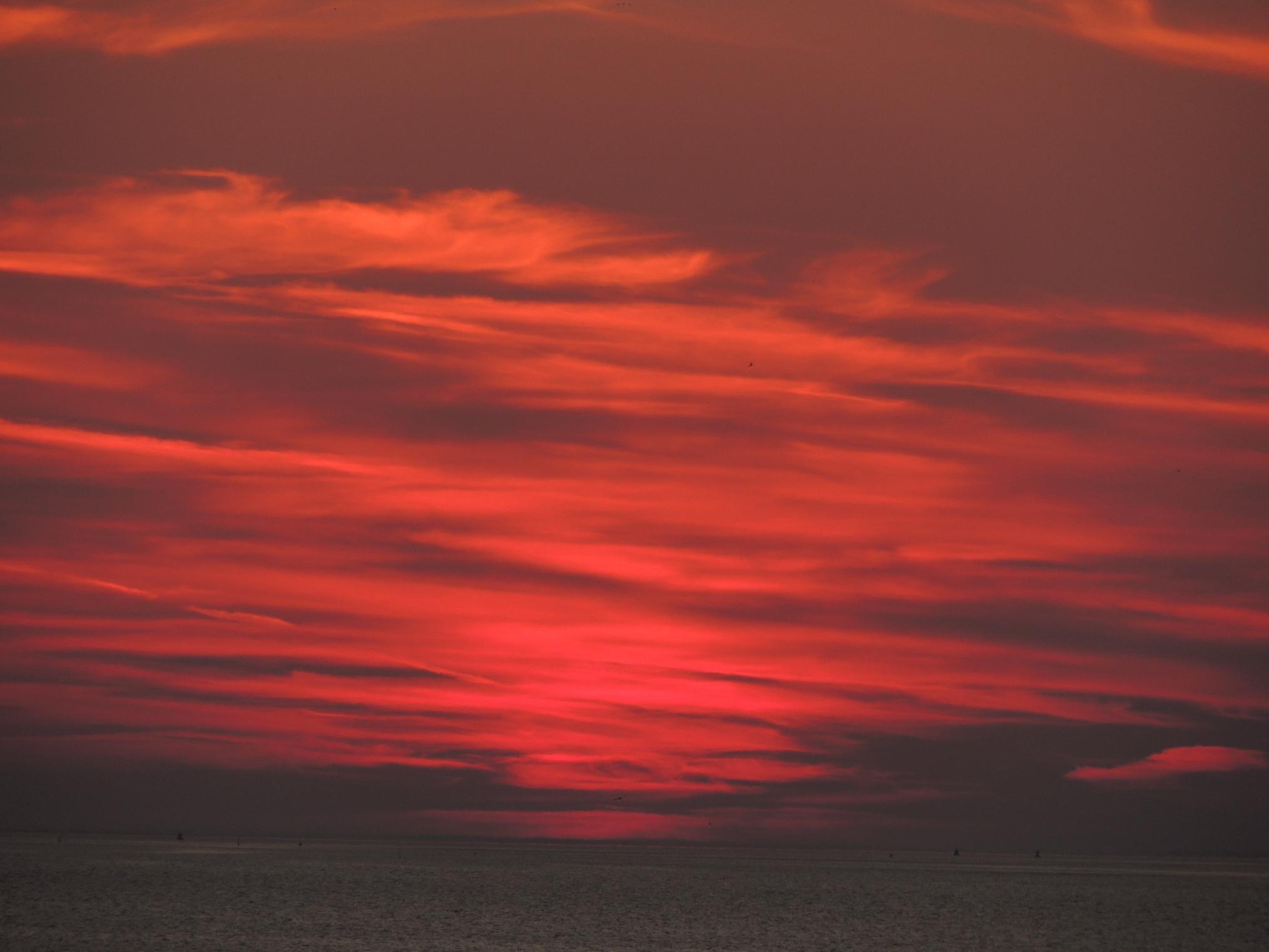 Bloedrode zonsondergang bij Harlingen