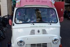 Verkoop van ijs in leuk busje