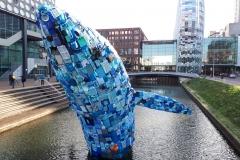 Plastic walvis van 11 meter groot in singel voor TivoliVredenburg