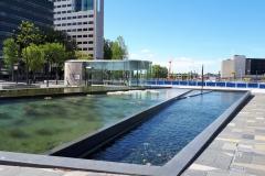 Waterpartij op plein Jaarsbeurszijde station