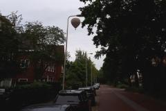 Ballon passeert boven Utrecht